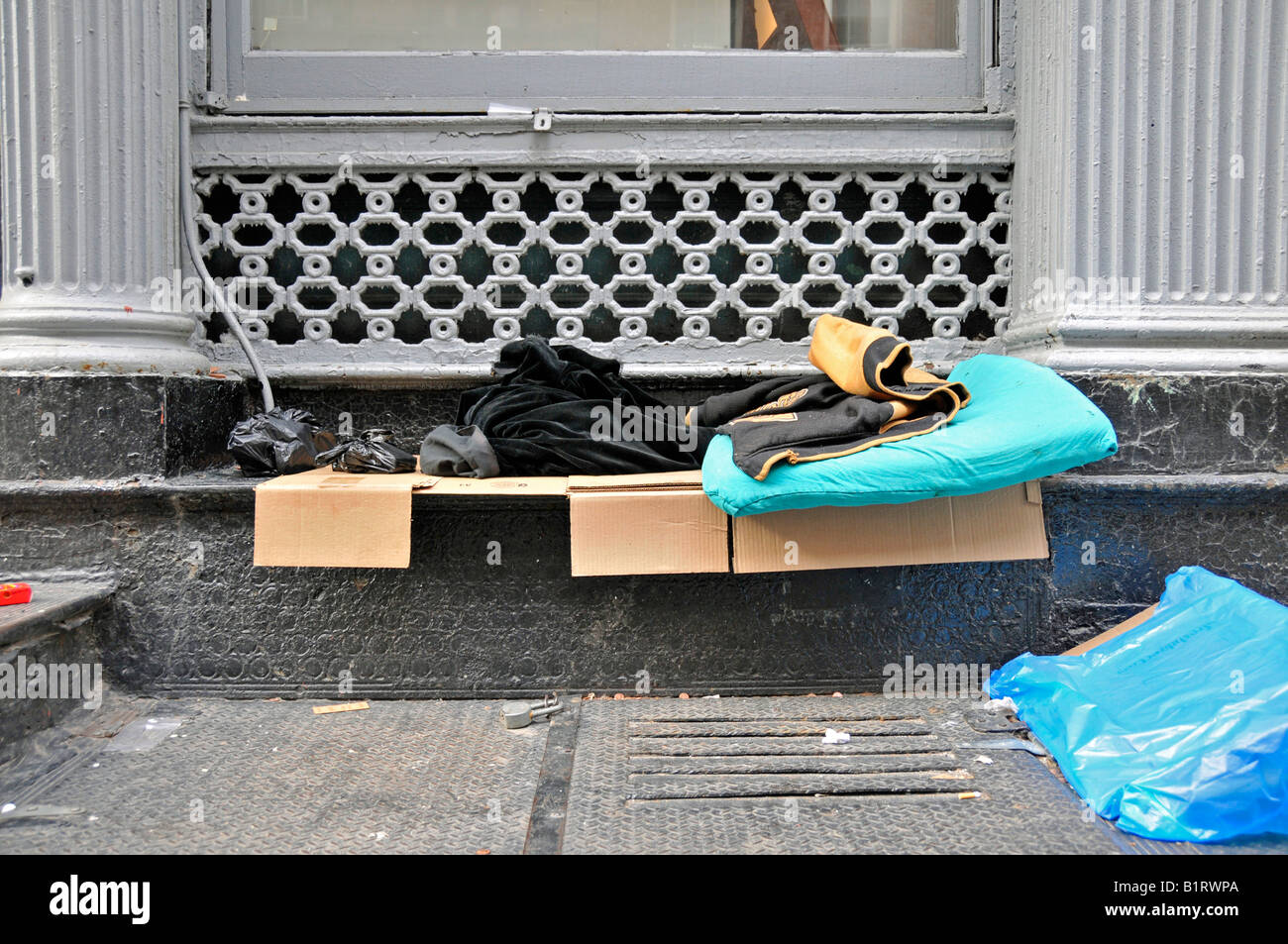 Sleeping place of a homeless person, Financial District, Manhattan, New York City, USA - Stock Image