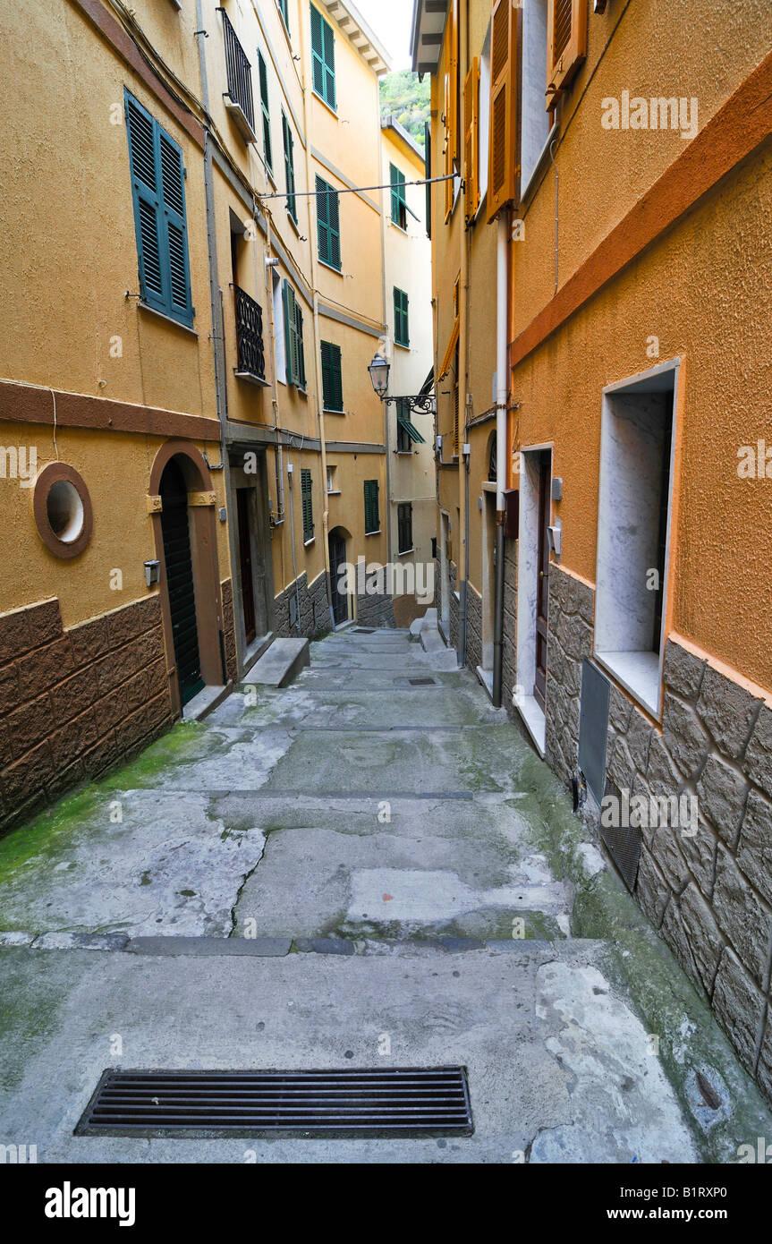 Narrow alley in Vernazzo, Liguria, Cinque Terre, Italy, Europe Stock Photo