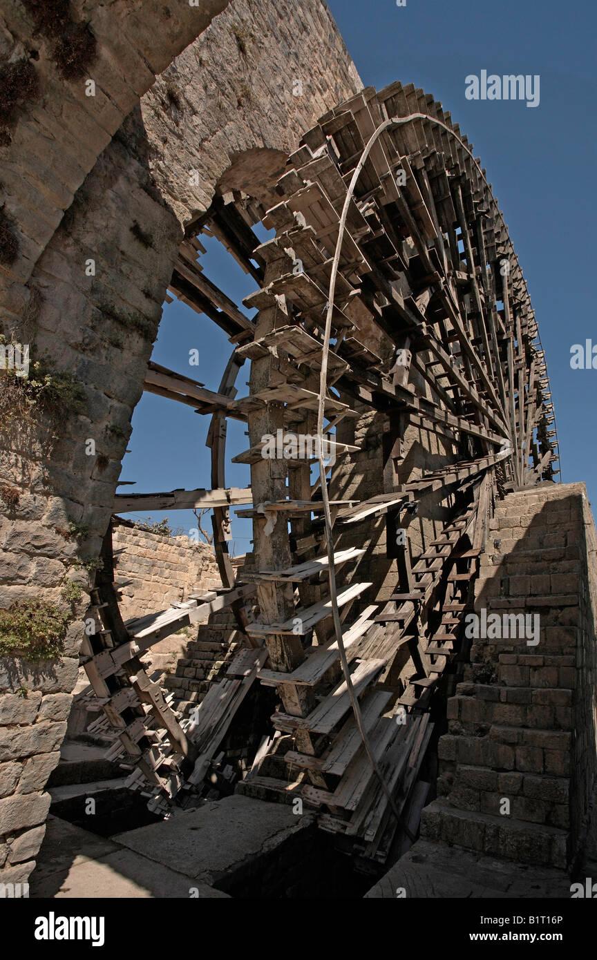 Syria Hama Noria irrigation wooden waterwheel on the Orontes river Stock Photo