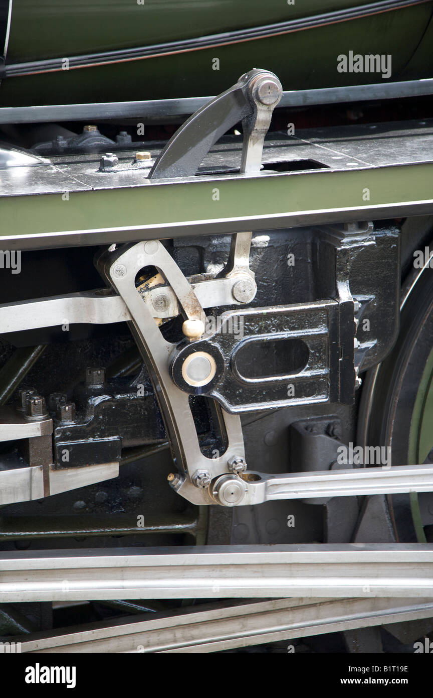 RAILWAY STEAM ENGINE COUPLINGS CRANK ROD GOVERNOR AND METALWORK ON A U CLASS 1638 STEAM LOCOMOTIVE - Stock Image