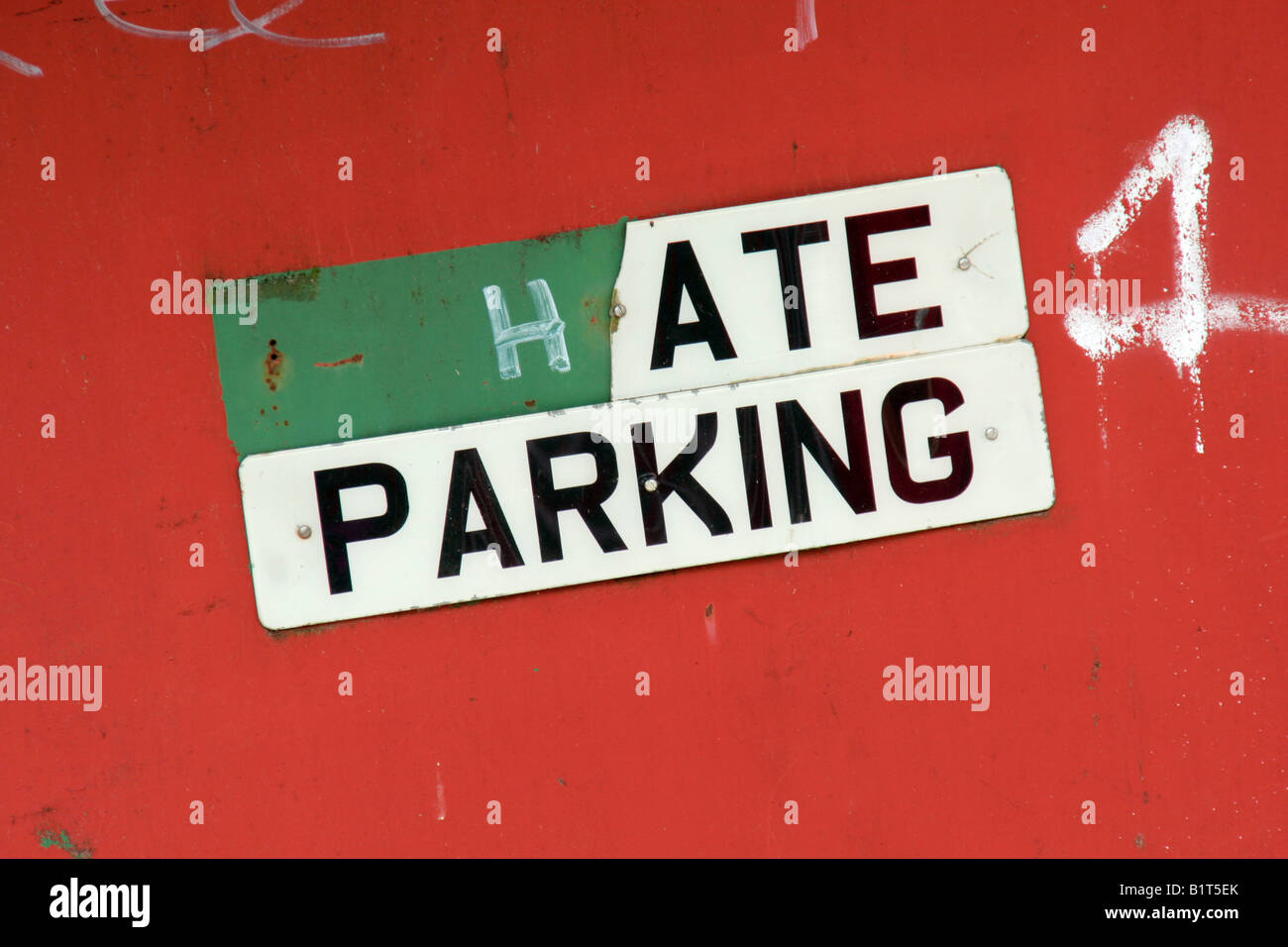 Parking sign defaced to say hate parking - Stock Image
