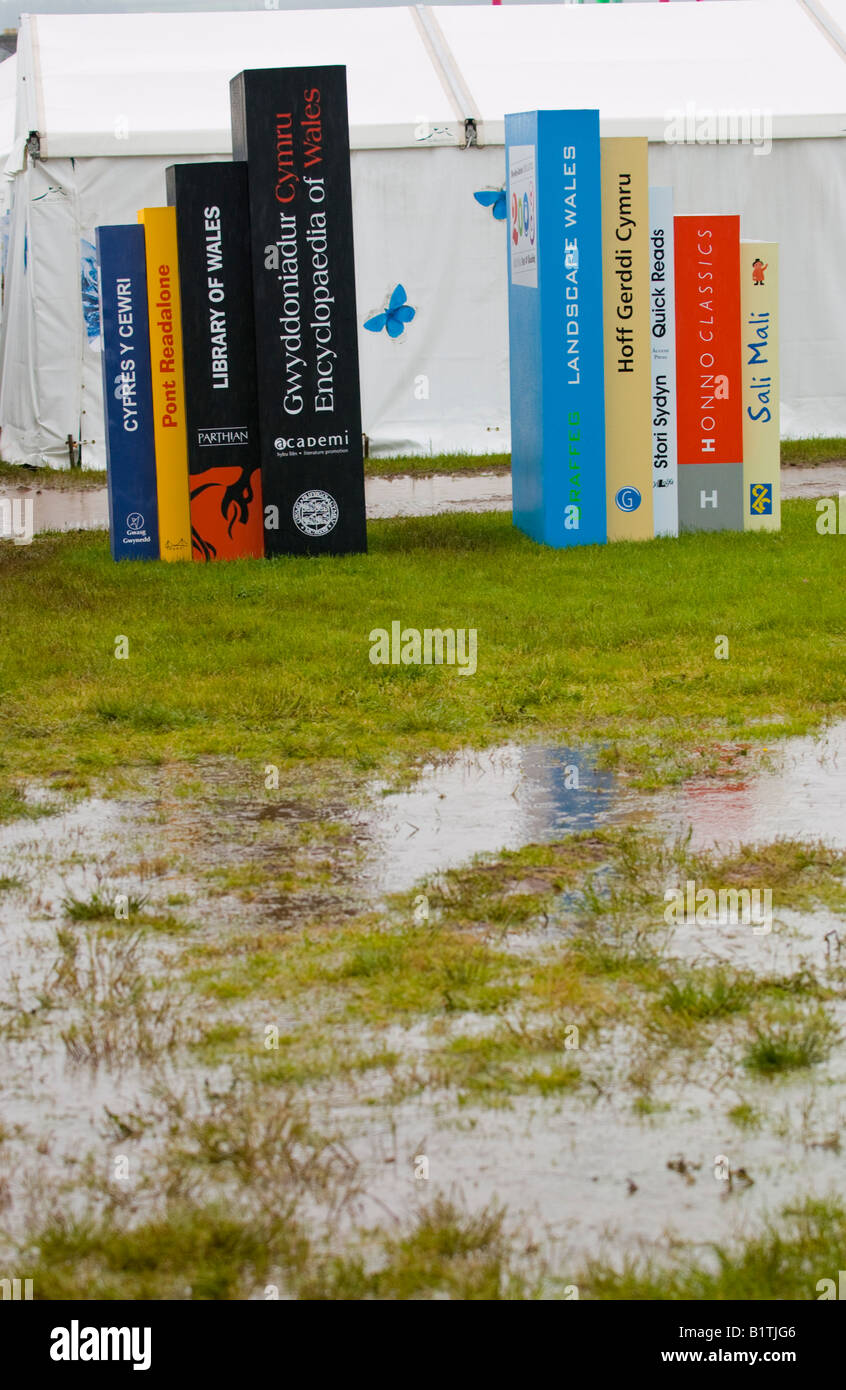 Heavy rain at The Guardian Hay Festival 2008 Hay on Wye Powys Wales UK EU giant book display - Stock Image