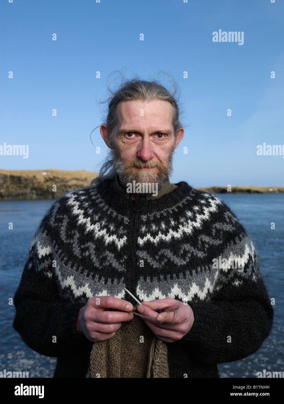 Man knitting, Hofn Iceland - Stock Image