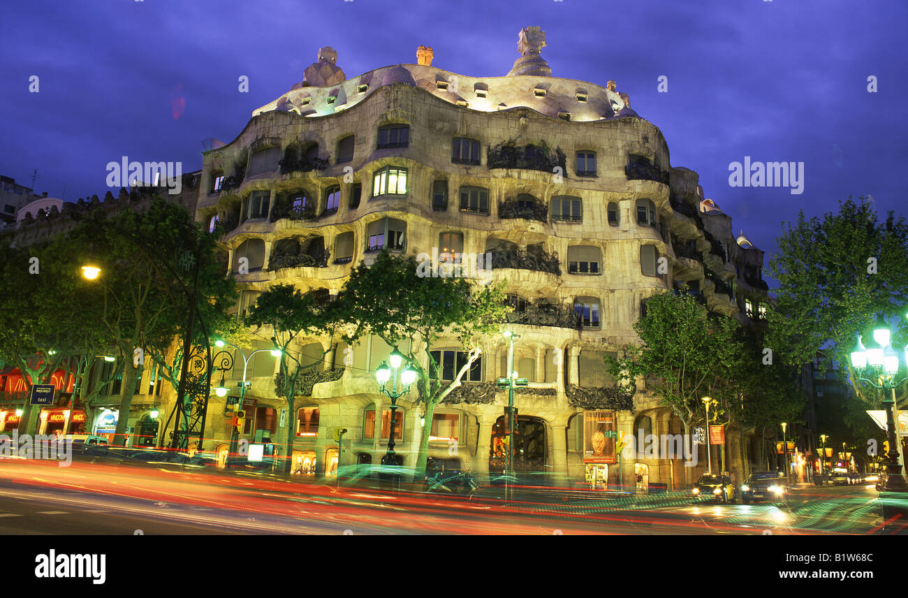 Antoni gaudi 39 s casa mila or la pedrera building at sunset for Hotel de paris barcelona