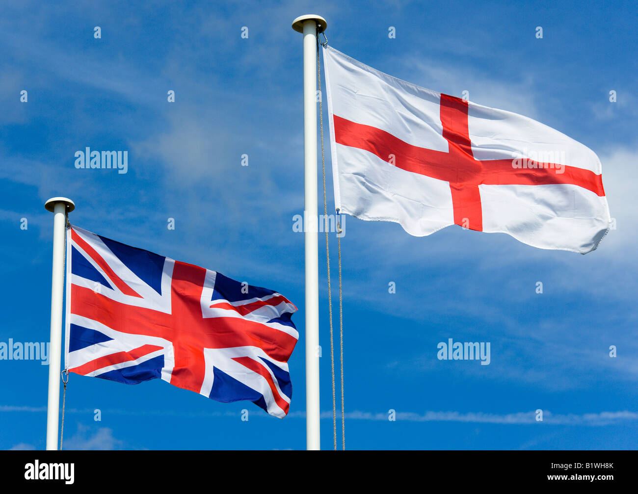 england-west-sussex-littlehampton-union-jack-or-union-flag-and-english-B1WH8K.jpg