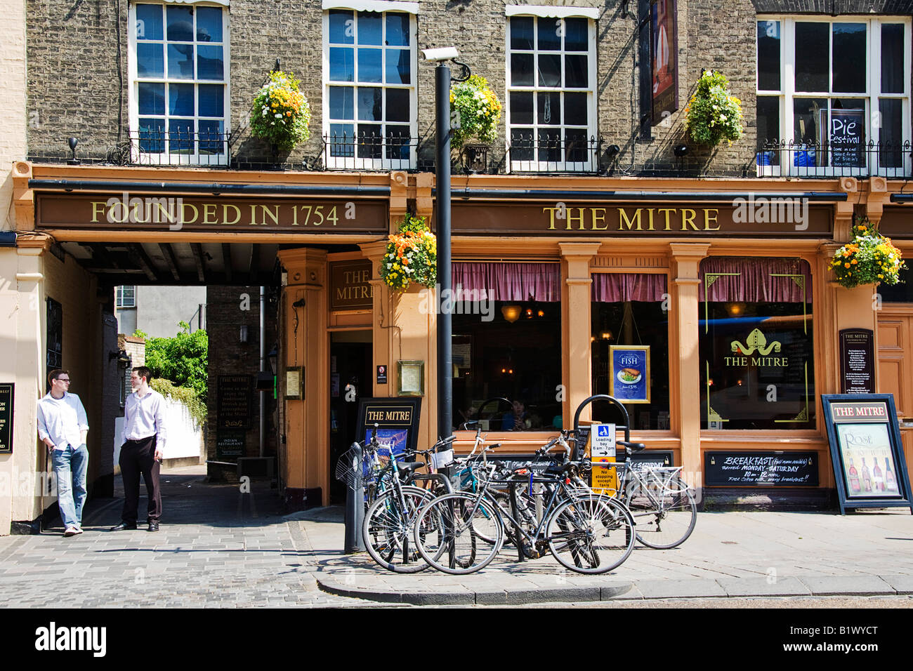 The Mitre, well known pub in Bridge Street - Stock Image
