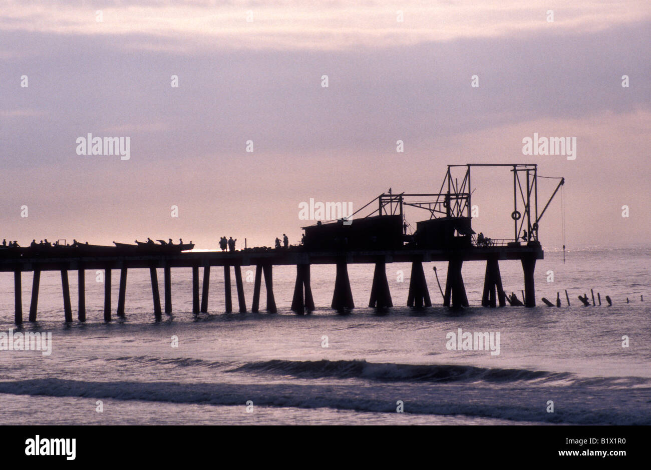 people-on-the-town-pier-at-sunset-in-la-