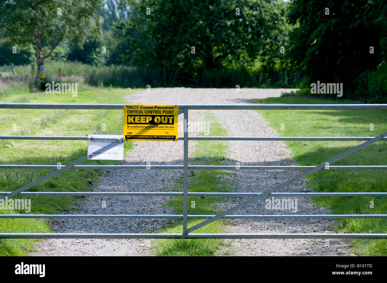 Keep Out disease control notice on farm entrance gate - Stock Image