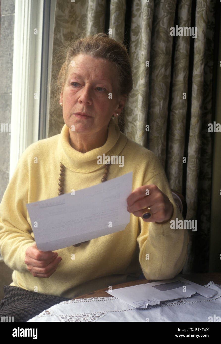 elderly woman reading a letter - Stock Image