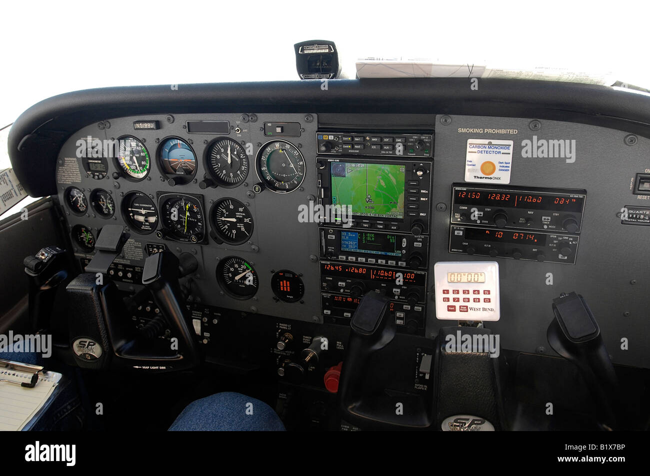 in-flight photograph of the instrument panel of a Cessna 172