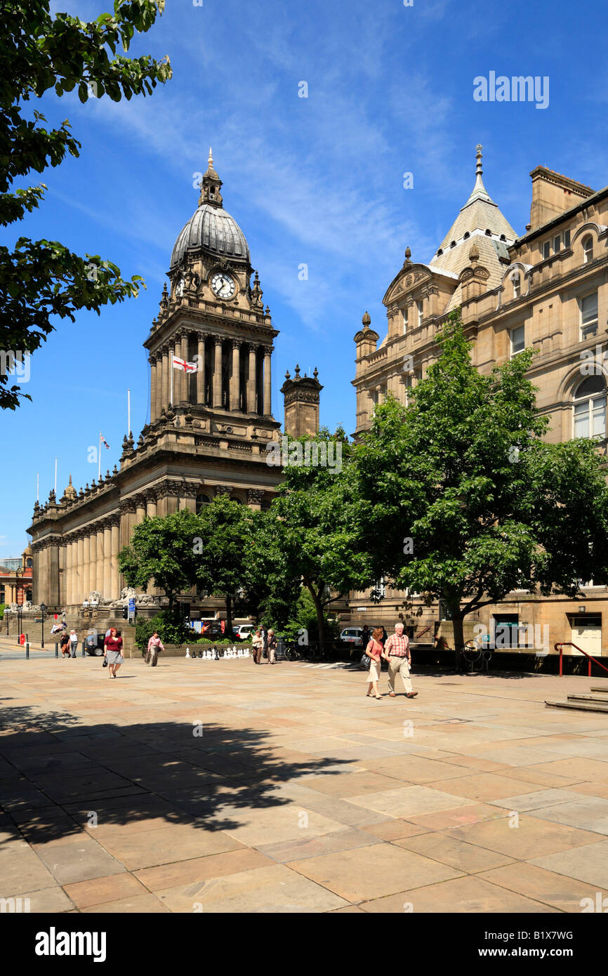 Victoria Gardens, The Town Hall and Library, The Headrow, Leeds, West Yorkshire, England, UK. - Stock Image