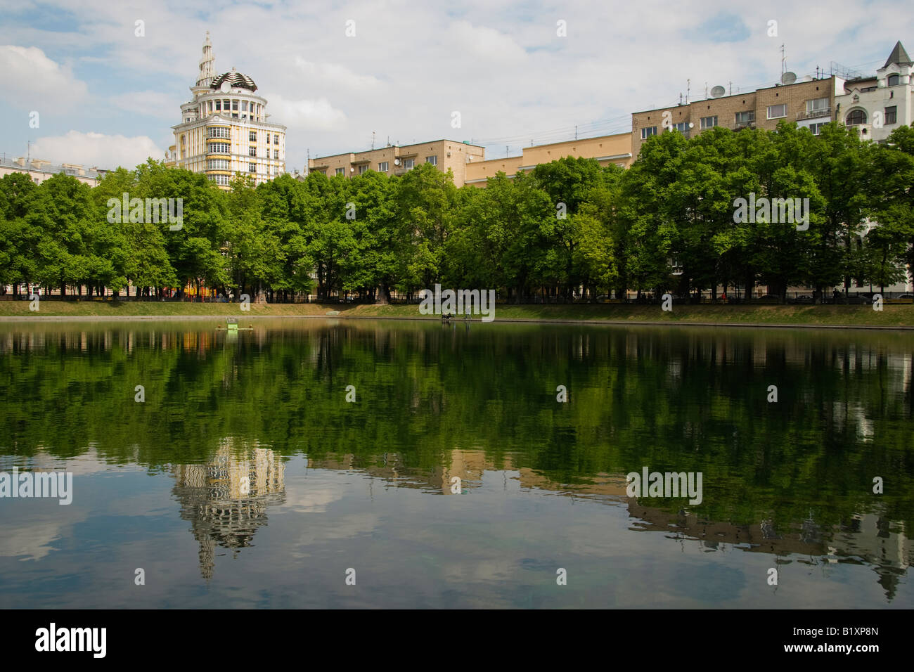 Patriarch's Pond, Moscow, Russia, features as a location in the novel 'The Master and Margarita', by - Stock Image