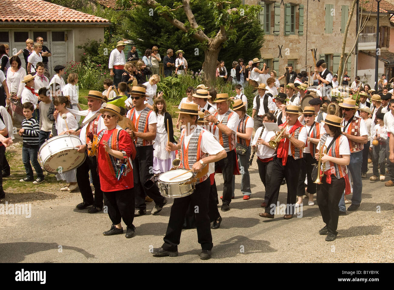 France. Spring in Auvillar sees the feast of the wine growers the Fete des Vignerons la St Noe celebrated with music - Stock Image
