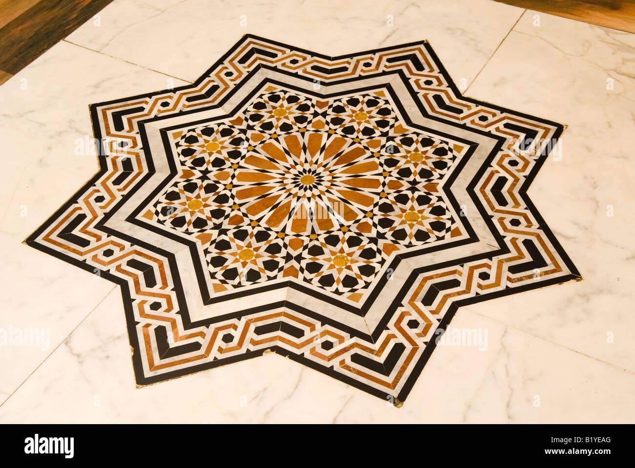 Decorative Islamic floor tiles in Sultan Muhammad Al Fati7 Mosque ...