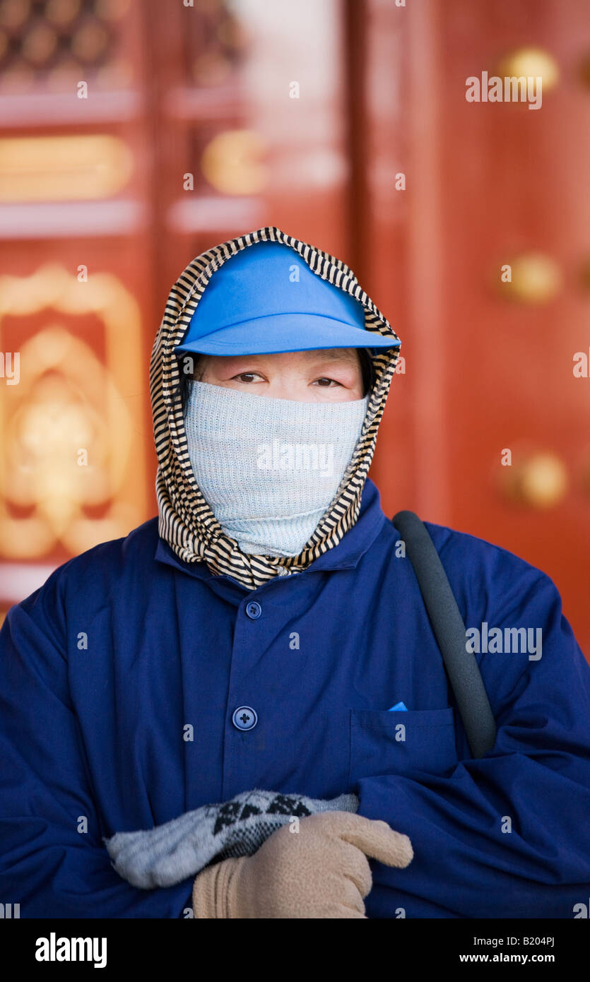 Cleaner at the Ghost Corridor of the Ming Dynasty Temple of Heaven Beijing China - Stock Image