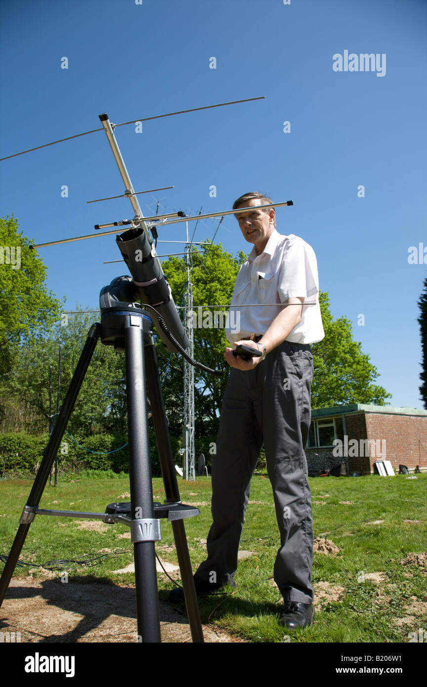 Amateur radio satellite tracking antenna have quickly