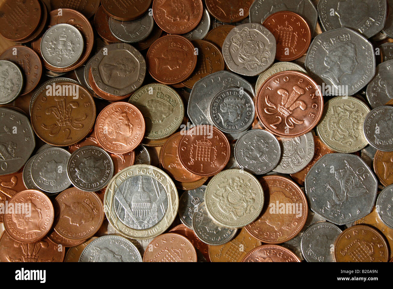 All the current UK coins in common usage are laid out, copper and silver coins, £1 & £2 coins. - Stock Image