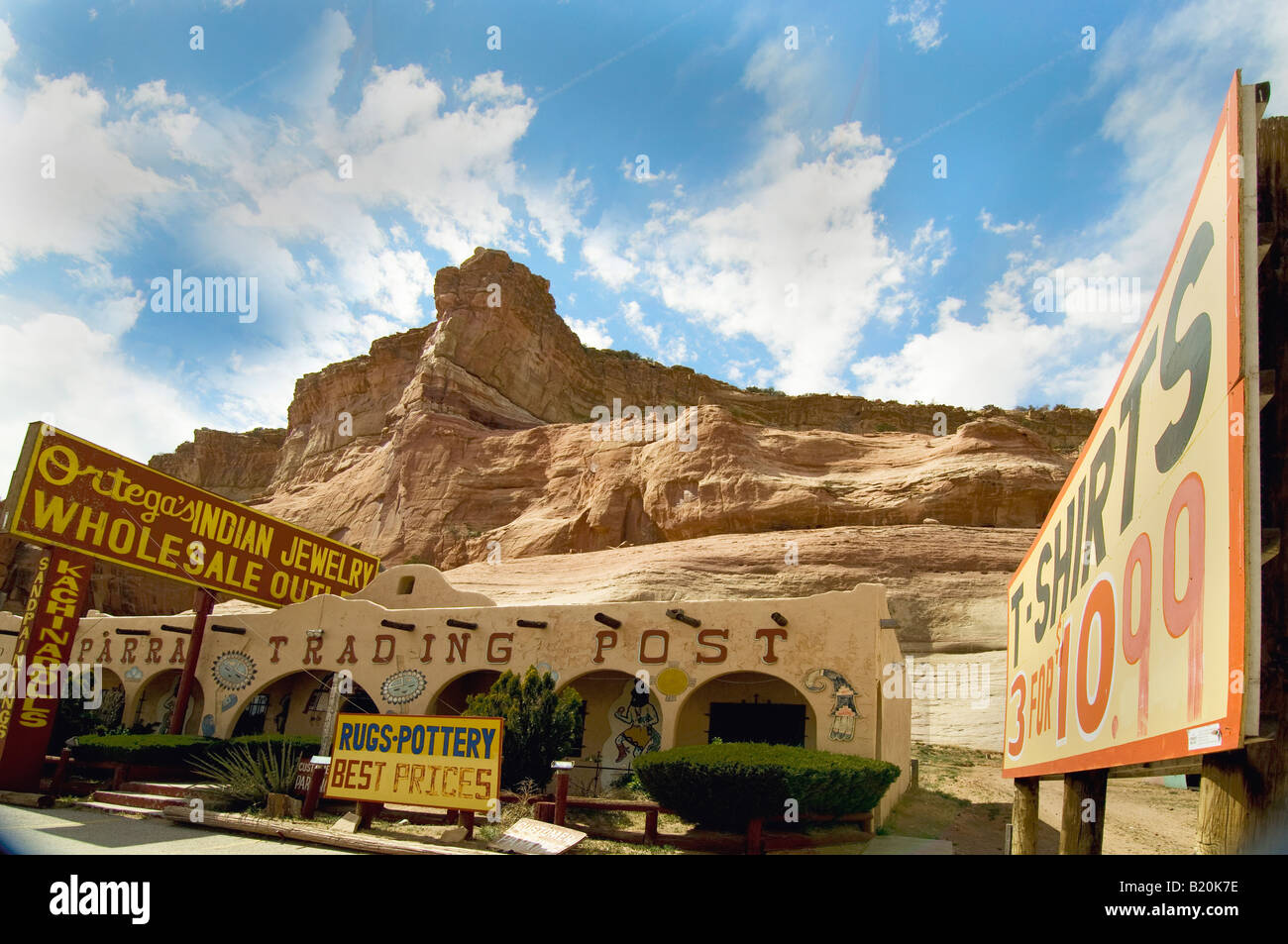 Trading post along Interstate 40 in northern Arizona selling southwestern and Native American jewelry and souvenirs - Stock Image