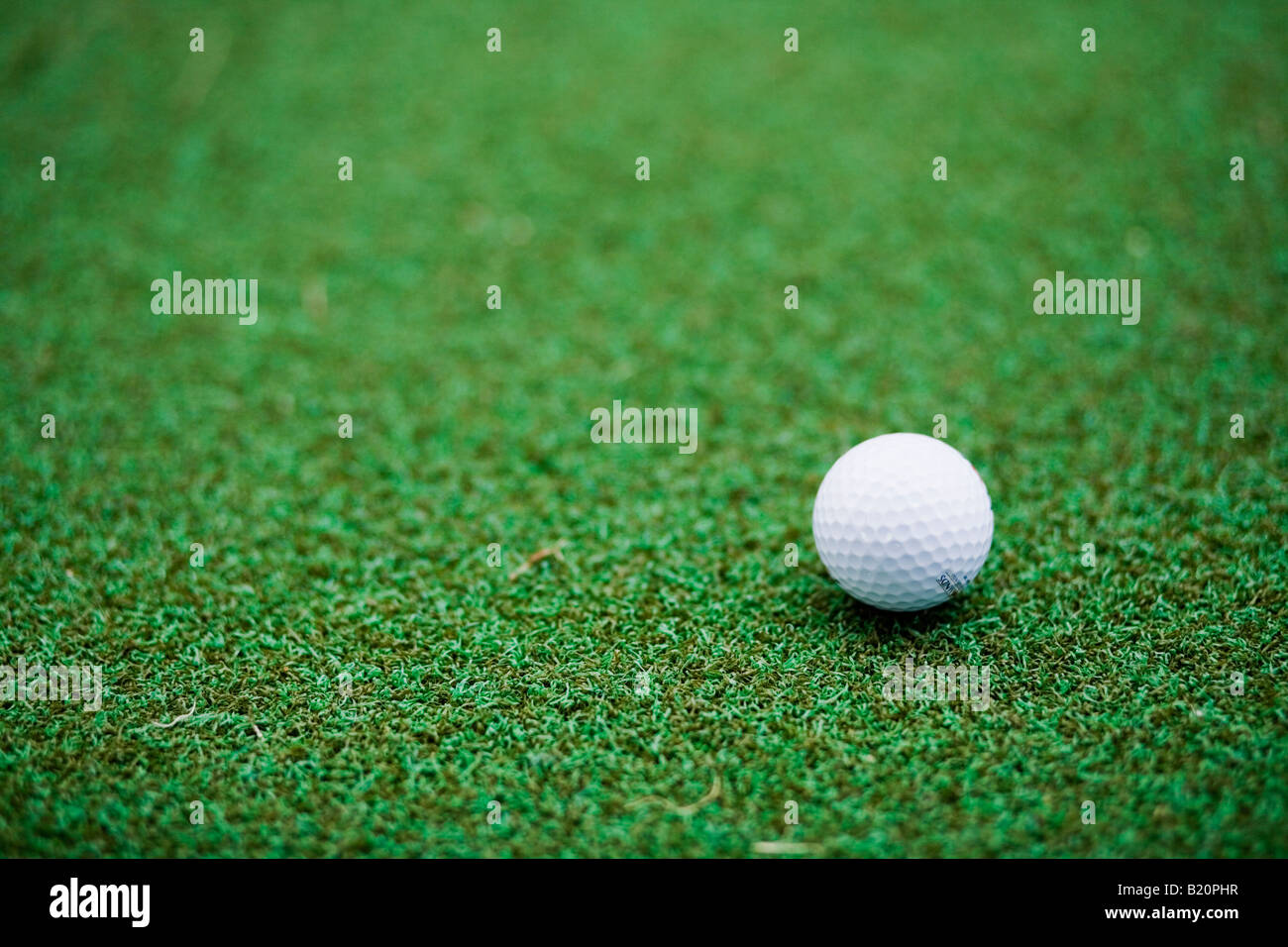 Golf ball on astro turf - Stock Image