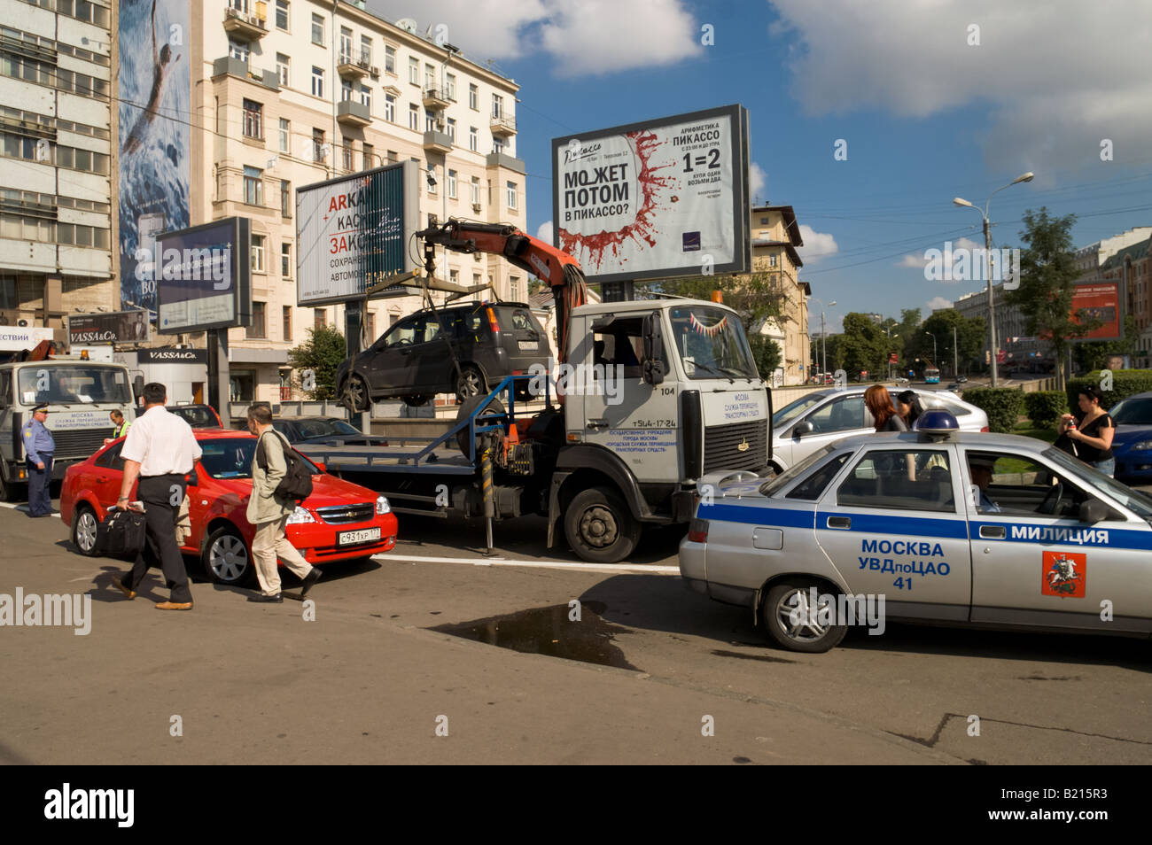 A car being towed away in Moscow (Russia) - Stock Image