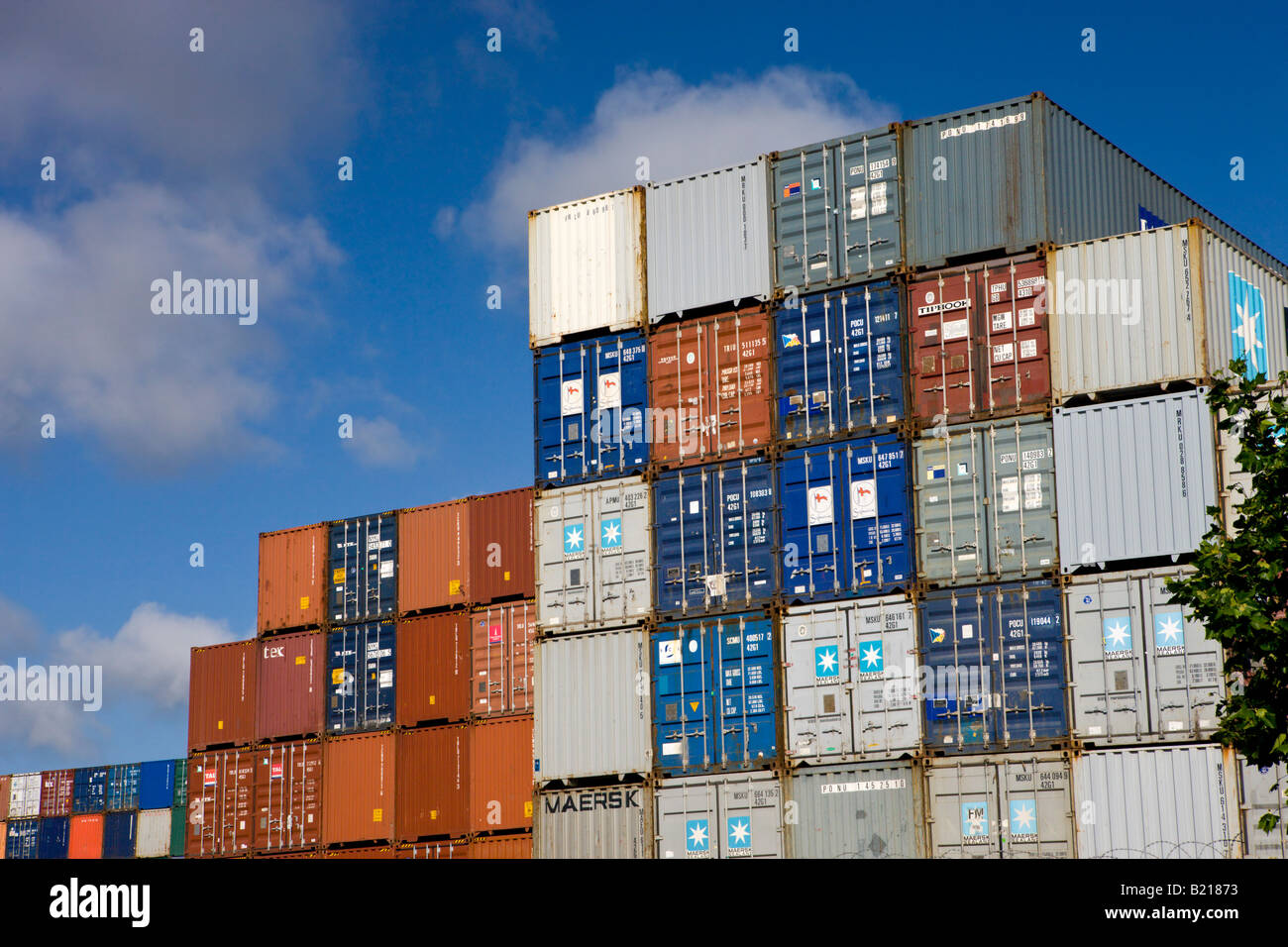Stacked storage containers at South&ton Docks container port South&ton H&shire England & Stacked storage containers at Southampton Docks container port Stock ...