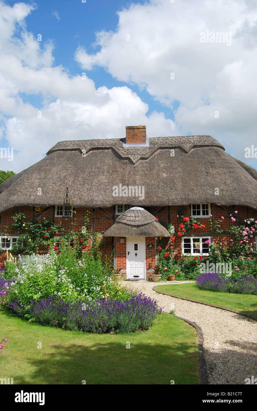 Pretty, thatched, country cottage and garden, Itchen Stoke, Hampshire, England, United Kingdom - Stock Image