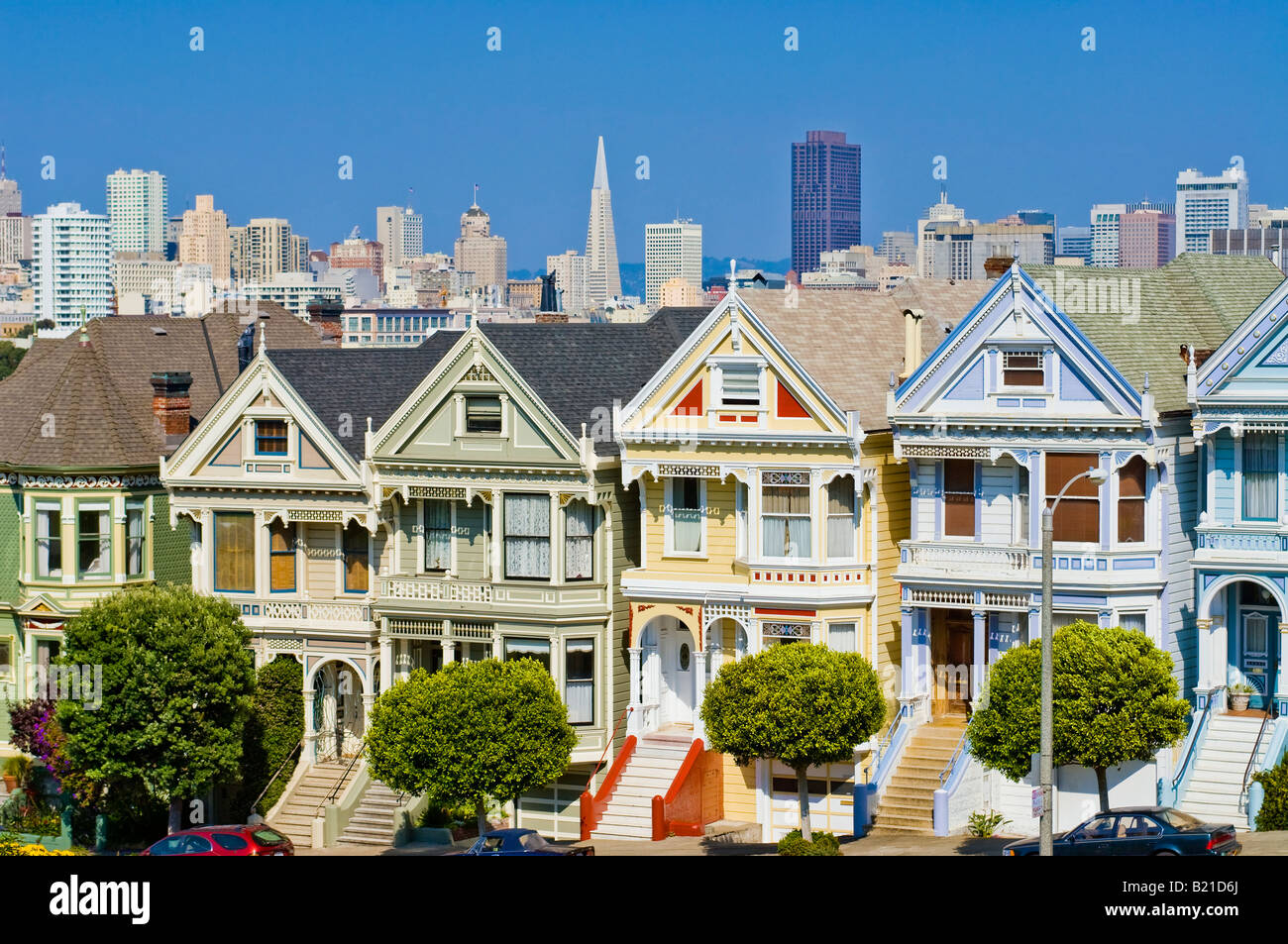 San Francisco, California. The 'Painted Ladies' victorian houses at 'Alamo Square' with the San - Stock Image