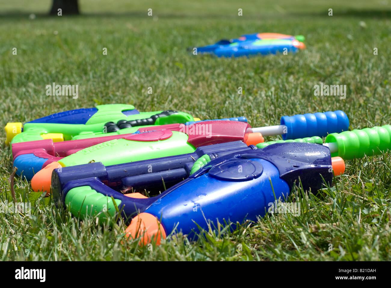 Squirt guns lay ready for children's squirt gun battle - Stock Image