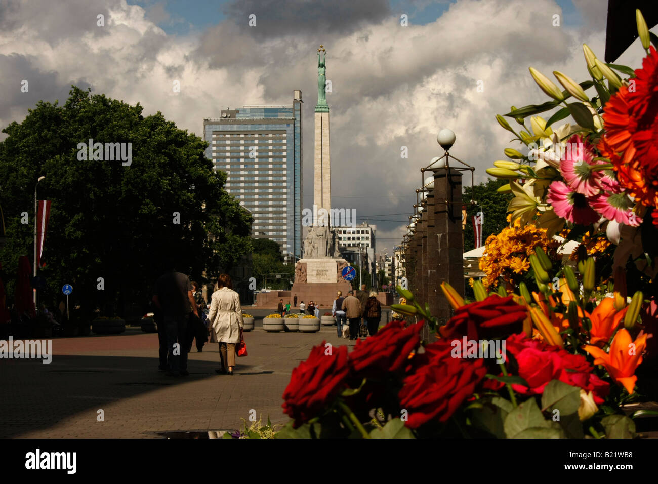 flower store and Freedom Monument in Riga Latvia Baltic States - Stock Image