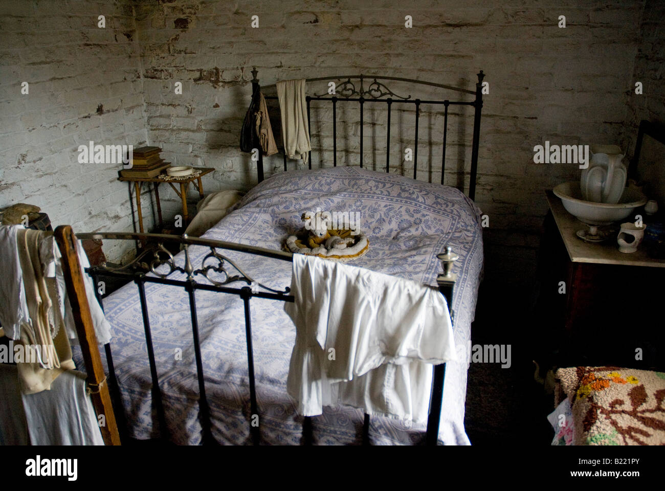 The 'gloomy' interior of Pitt's Cott at the Black Country Museum Dudley, West Midlands, UK - Stock Image