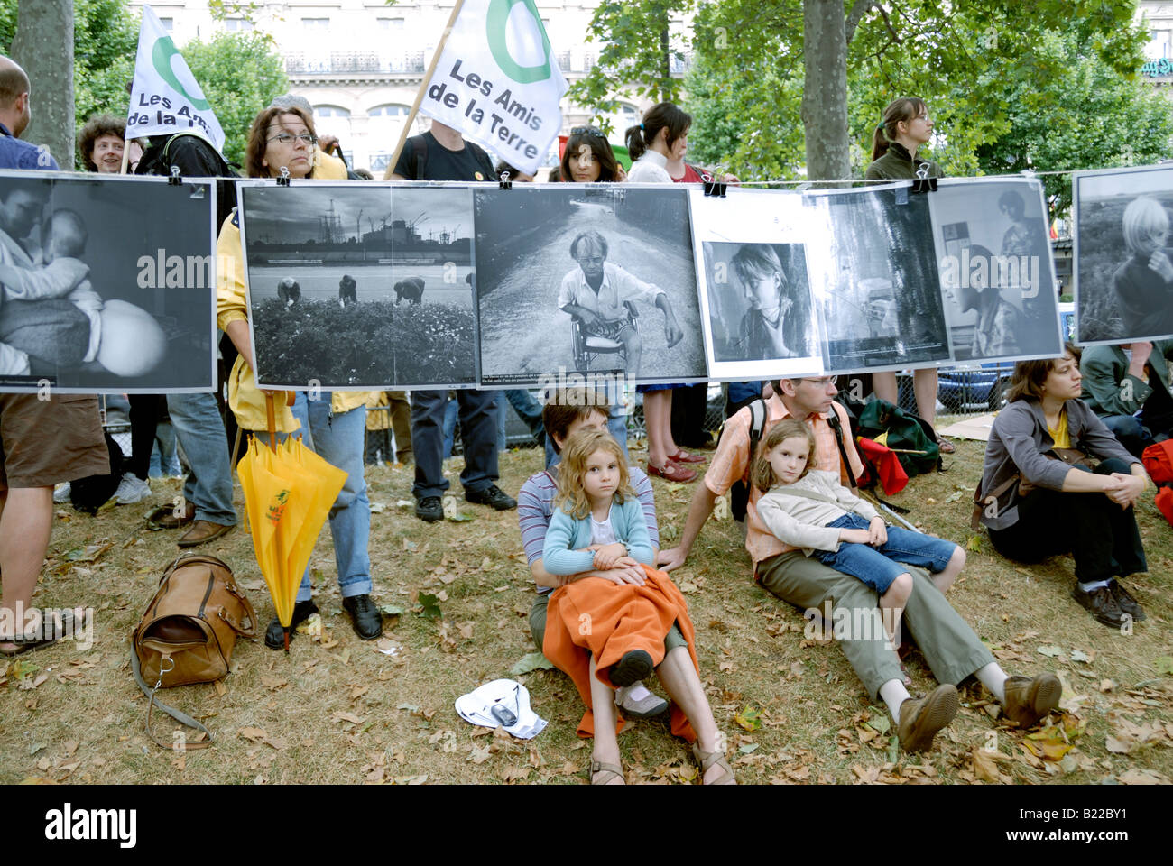 Paris FRANCE, 'Anti Nuclear Power' Demonstration by Several Environmental NGOs French Family, Children Sitting - Stock Image