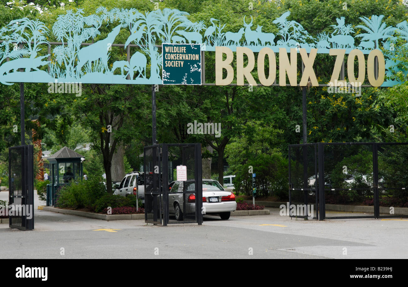 Entrance to the Bronx Zoo - Stock Image