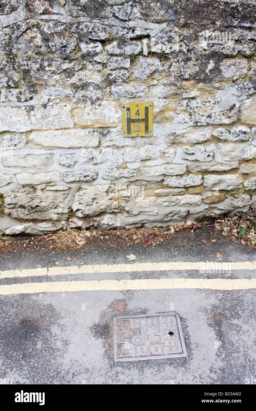 Fire Hydrant Point and Yellow Sign at Wolvercote - Stock Image