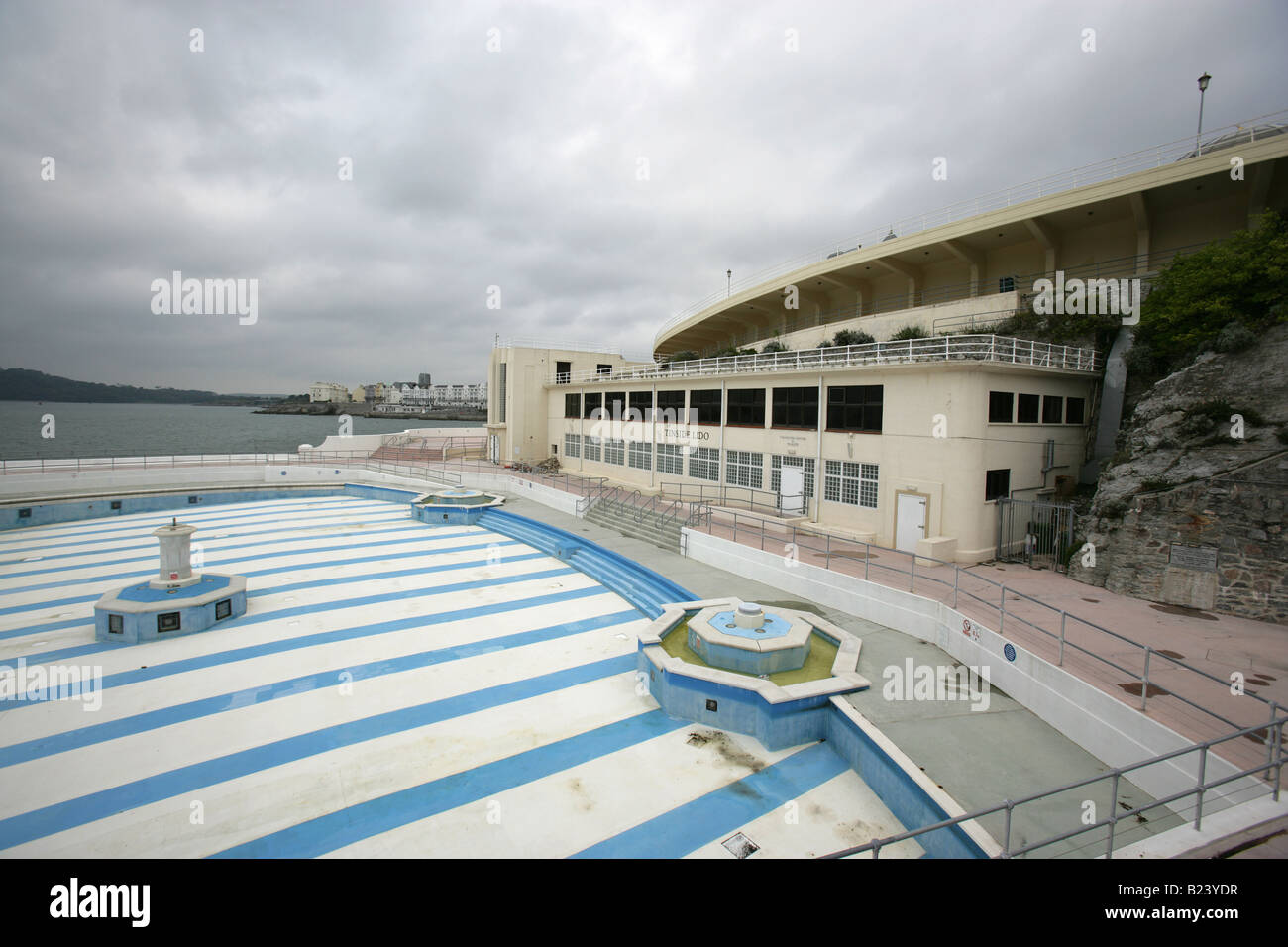 Plymouth lido stock photos plymouth lido stock images alamy for Opening swimming pool after winter