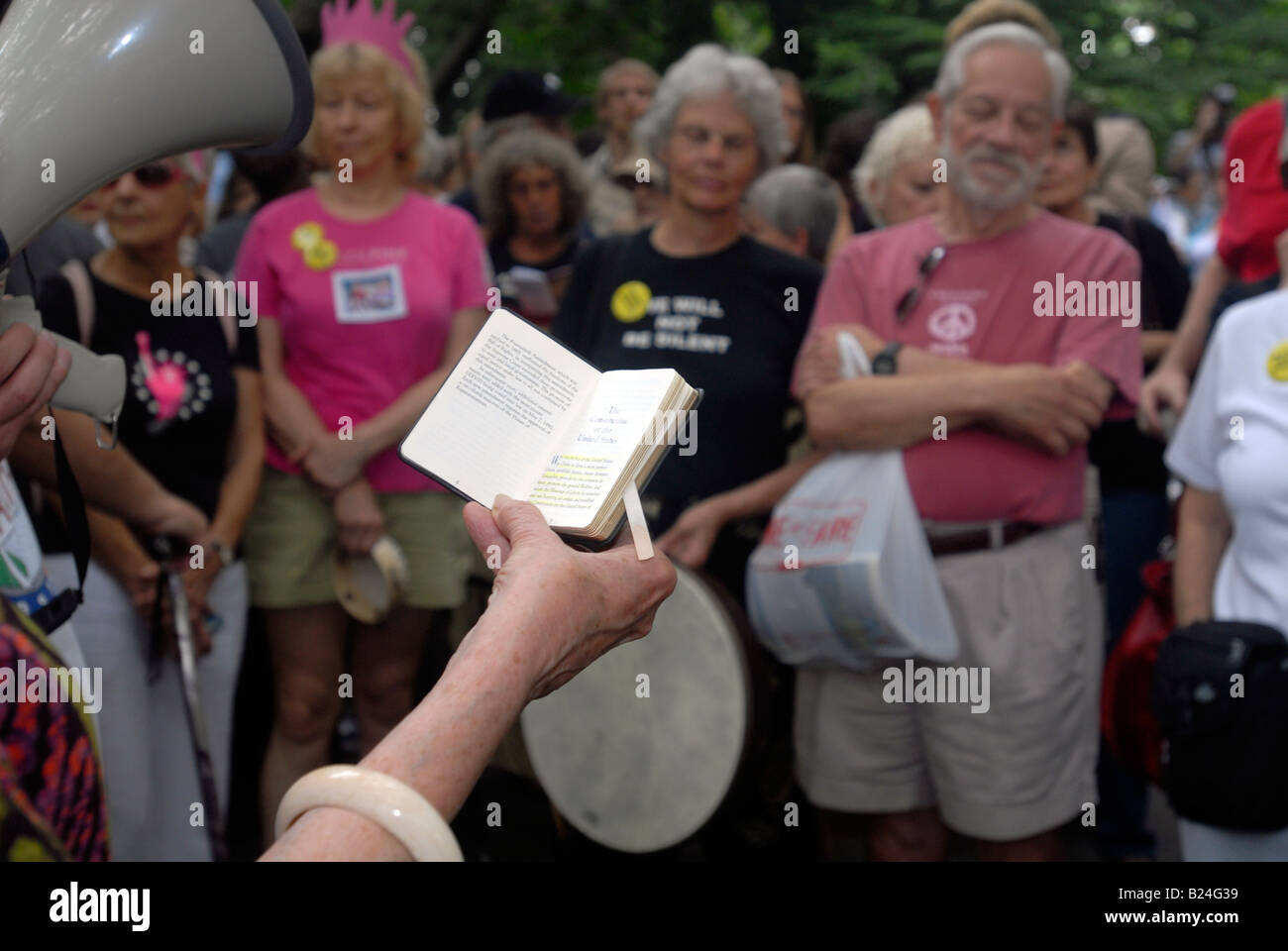 Volunteers read aloud passages from the United States Constitution the Bill of Rights and the Declaration of Independence - Stock Image