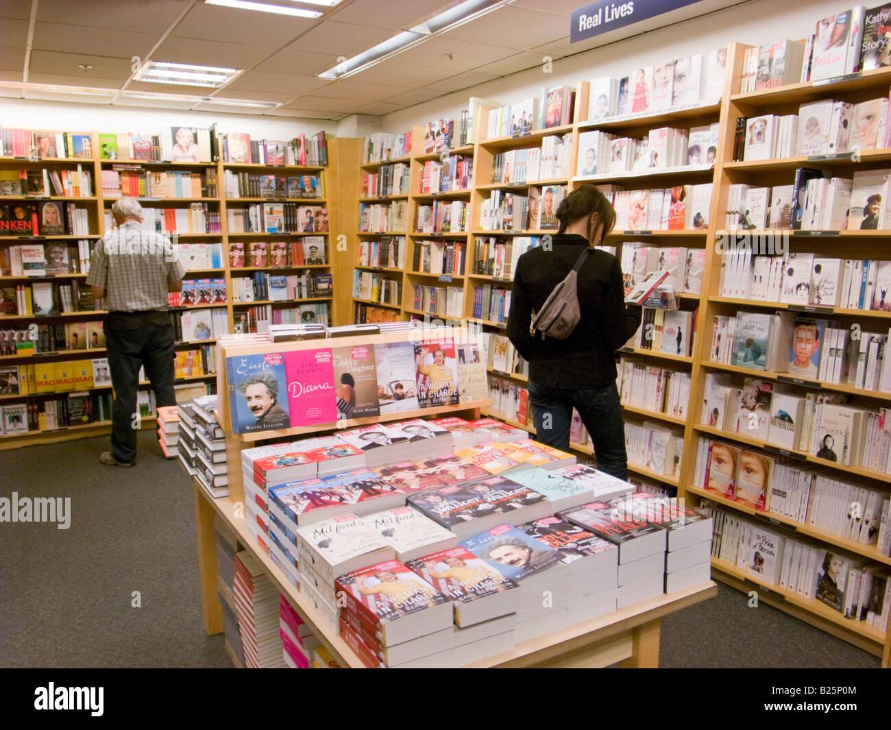 People browsing in Borders bookshop, London, England, UK - Stock Image