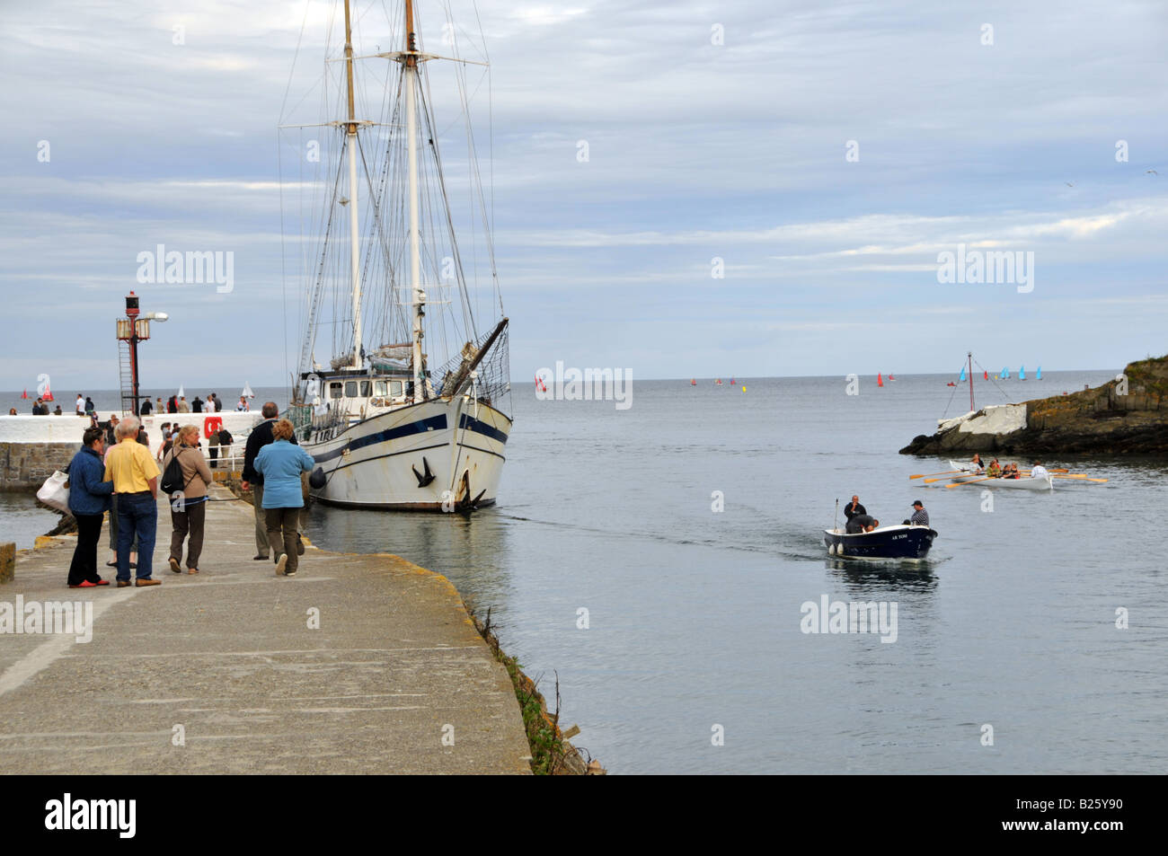17/07/2008 Pic By Sean Hernon The Next Wave alongside the Banjo Peir East Looe Cornwall. - Stock Image