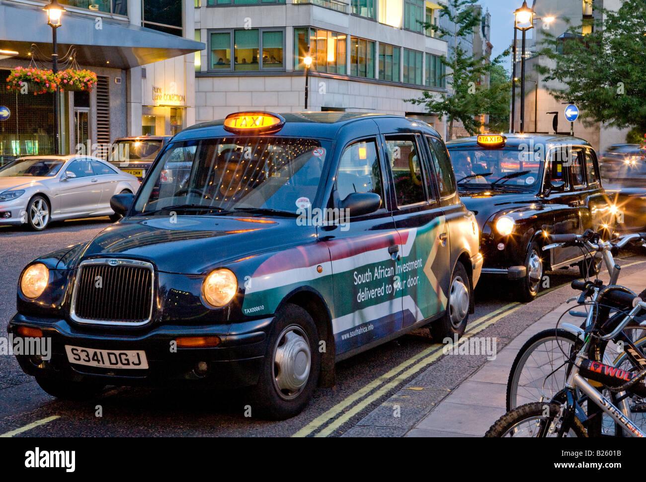 Black Cab Outside The Hilton Hotel Park Lane London UK Europe - Stock Image