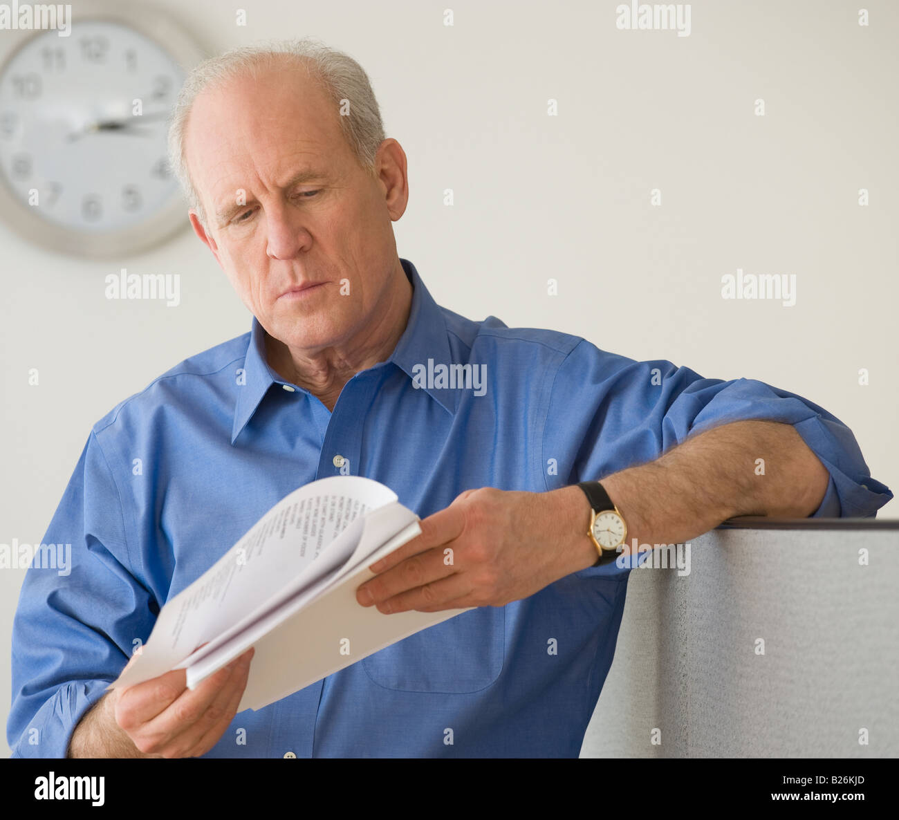 Senior businessman reading paperwork - Stock Image