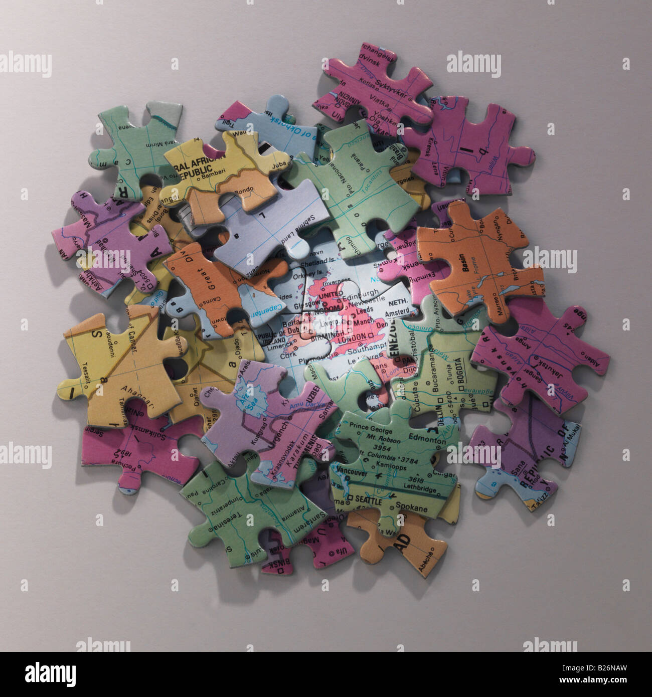 jigsaw map of Britain  surrounded by pieces - Stock Image