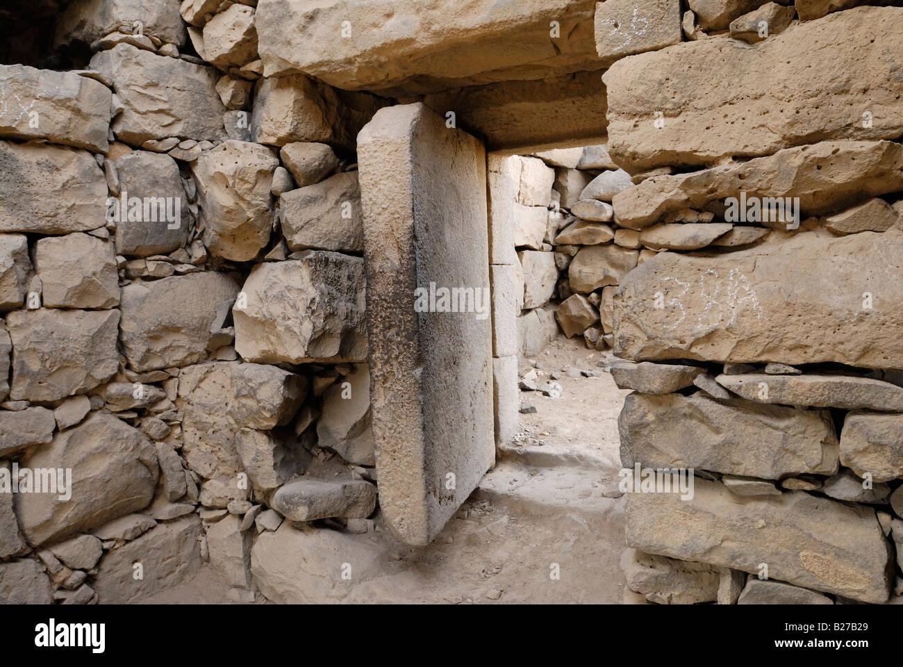 heavy stone door in desert castle Qusar Al Azraq Jordan Arabia & heavy stone door in desert castle Qusar Al Azraq Jordan Arabia Stock ...