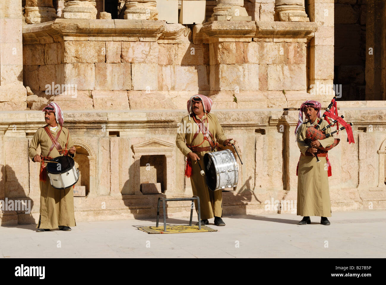 traditional musician with bagpipe in South theater in Ruins of  Jerash, Roman Decapolis city, Jordan, Arabia - Stock Image