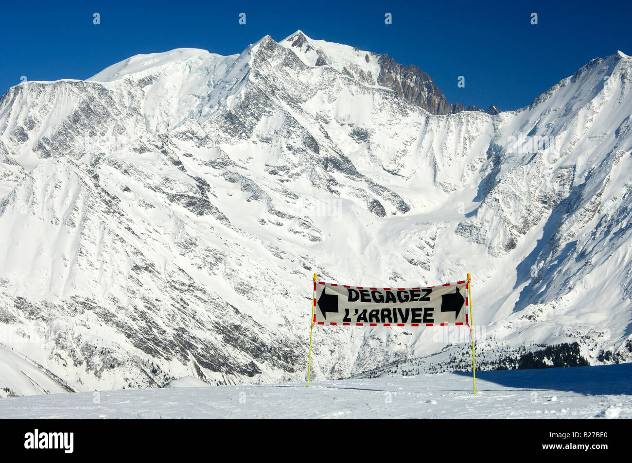 Sign requesting to keep free the arrival area of a chairlift, skiing area Saint Gervais, Haute Savoie, France - Stock Image