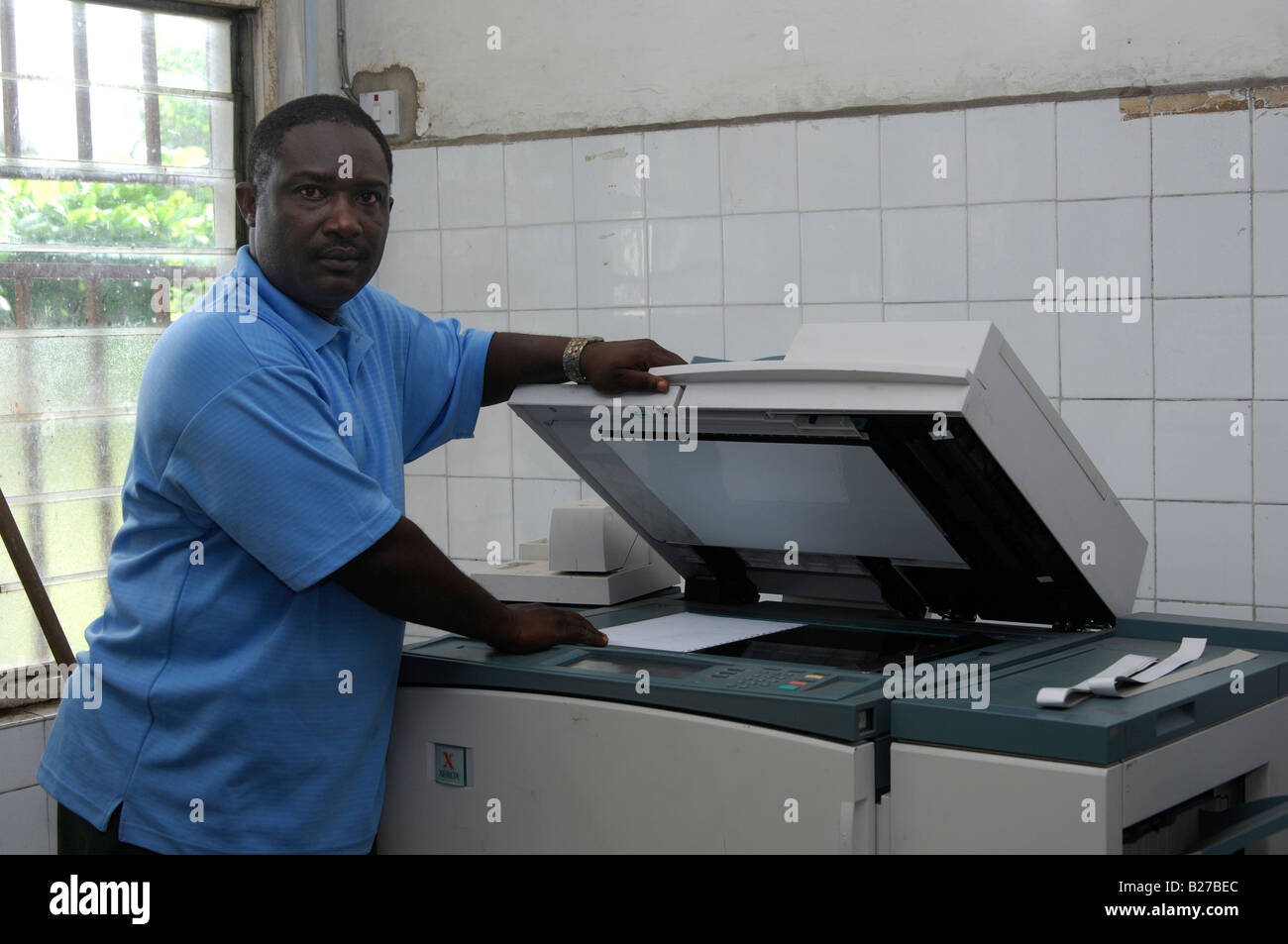 African man at a photocopier machine, Accra, Ghana - Stock Image
