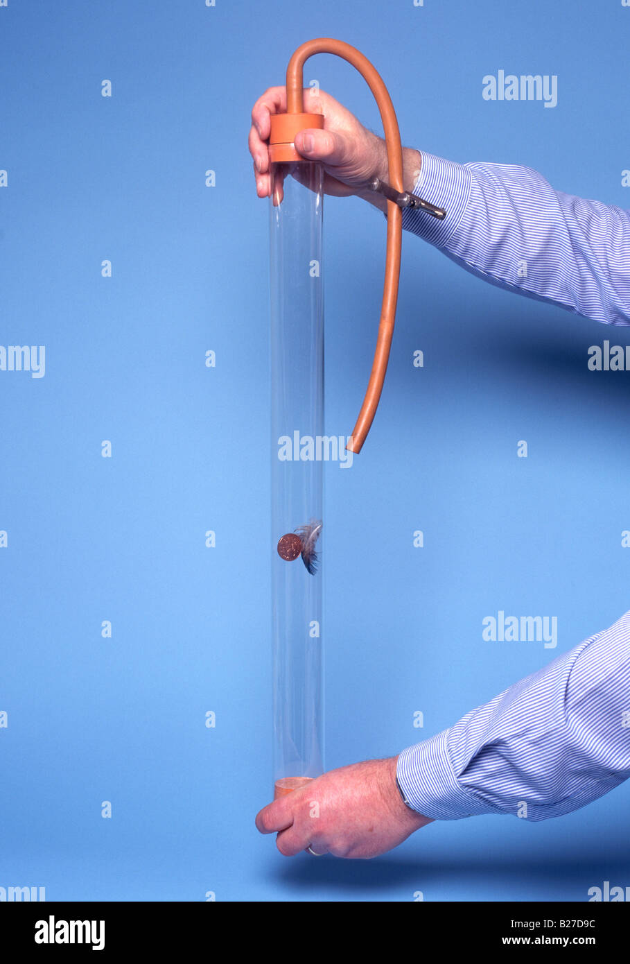 guinea and feather in vacuum modern version with 2 pence and feather which fall at same velocity in vacuum with - Stock Image
