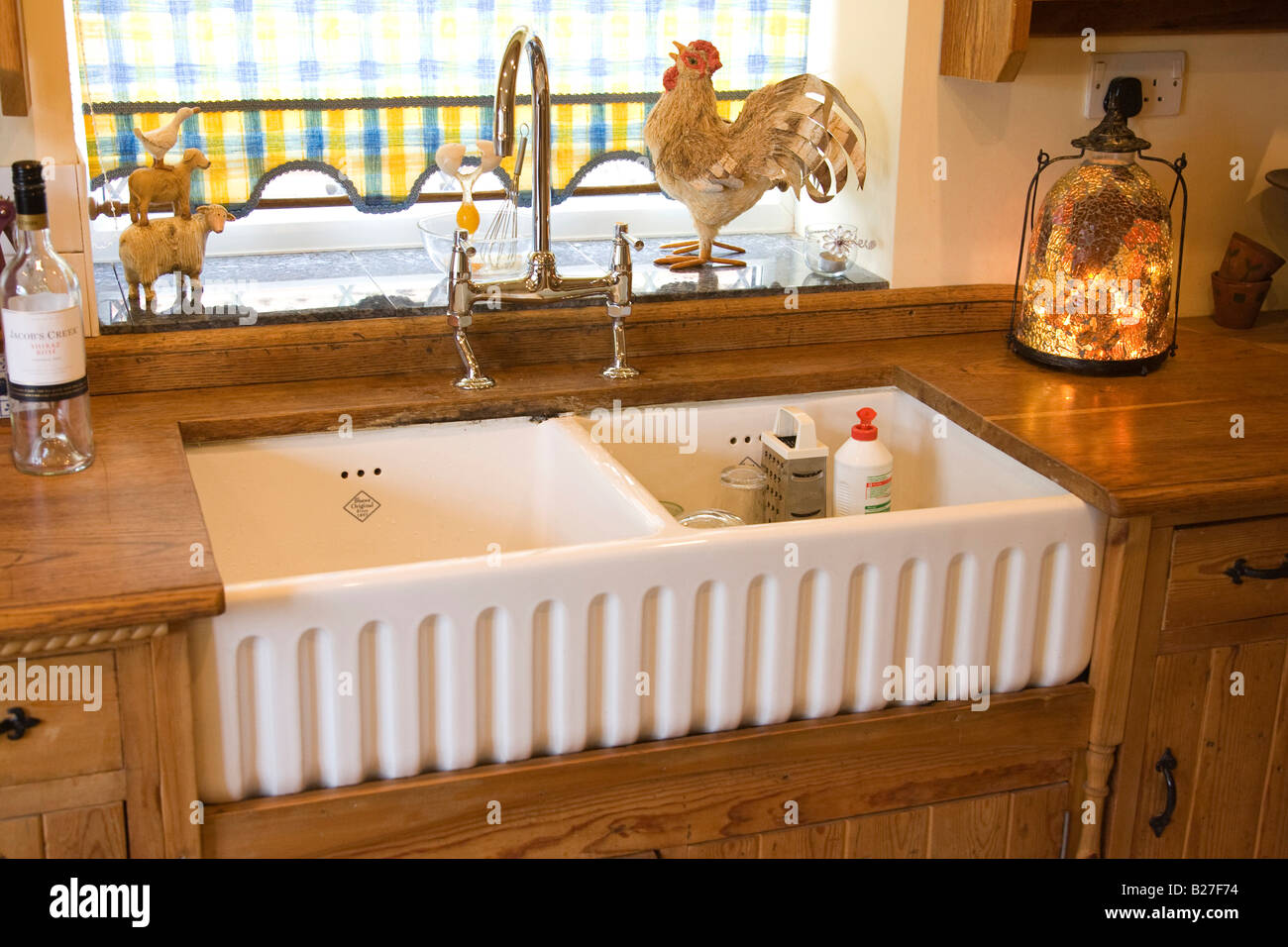 Shaws RIBCHESTER 800 traditional Belfast ceramic kitchen sink Stock ...