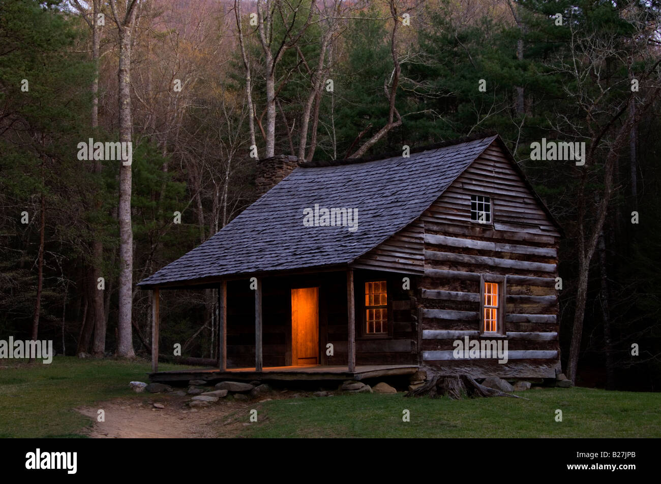 Carter Shield's cabin at night in Cades Cove, Great Smoky Mountains National Park, Tennessee, USA - Stock Image