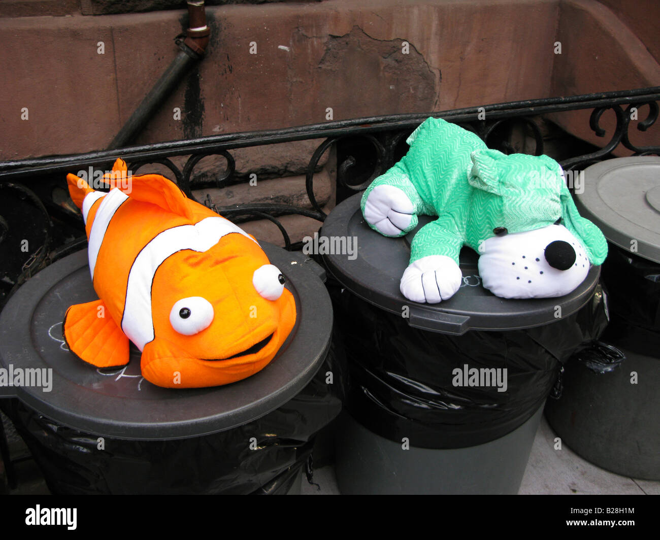 trash cans funny humour 'toy animals' - Stock Image