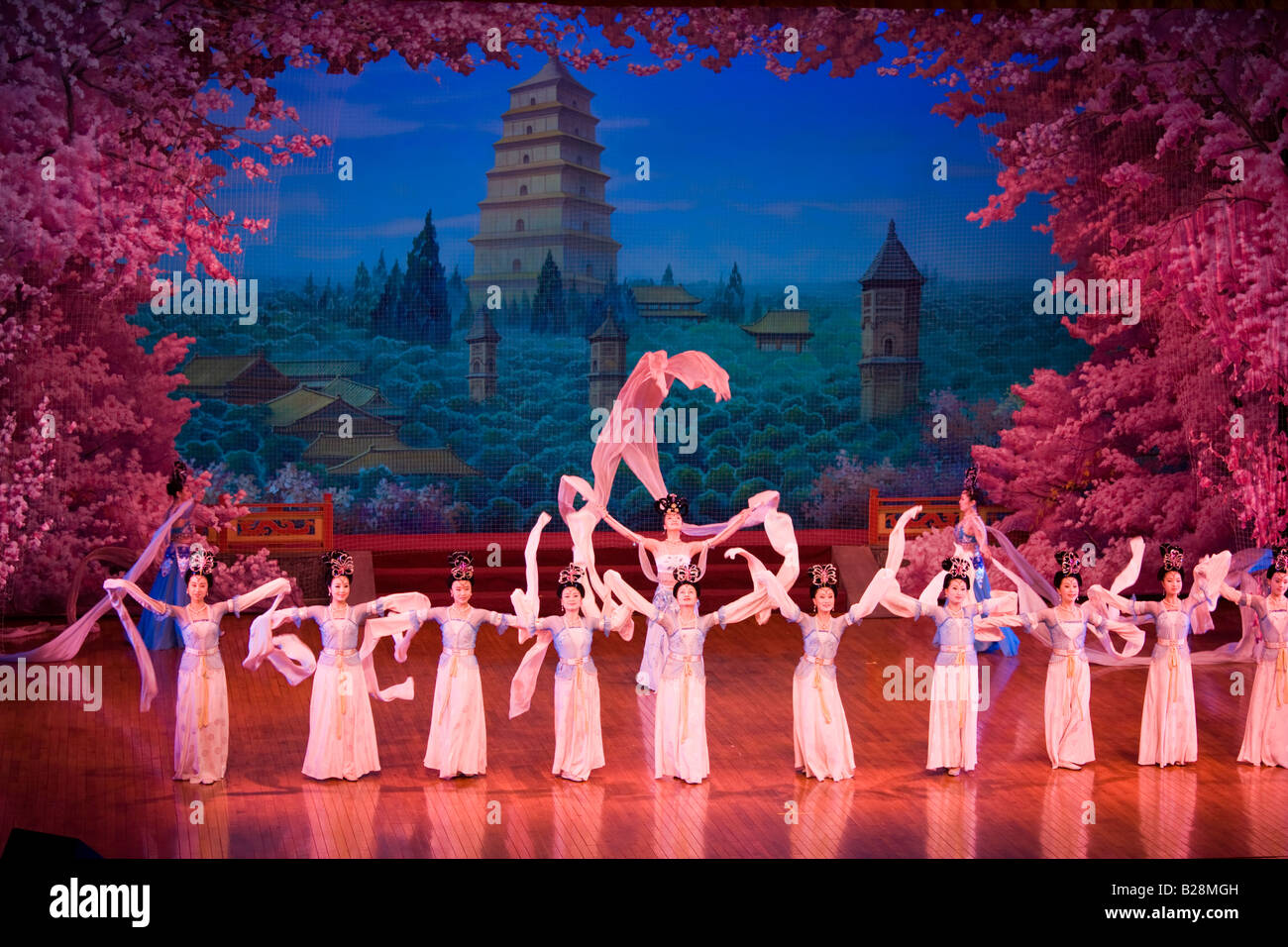 Dancers performing in the Tang Dance Show Shaanxi Grand Opera House Xian China - Stock Image