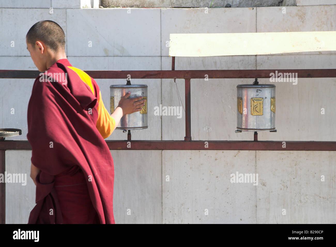 A young monk at Gandantegchinlen Khiid Monastry in Ulaan Baatar Mongolia - Stock Image